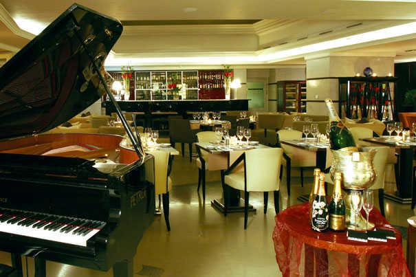 aria-hotel-restaurant-piano
