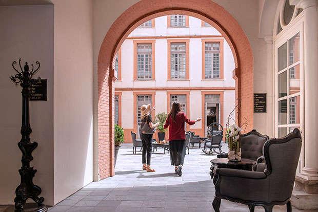 La Cour Des Consuls Hotel Spa Une Demeure Historique Et