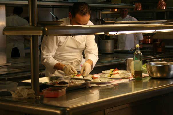 Les cuisines du palais de l 39 elys e avec bernard vaussion for Cuisinier elysee livre